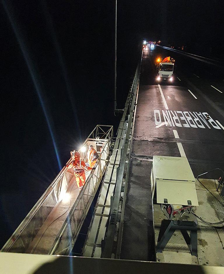 Ispezioni Autostrade di Hyper STP sul By Bridge in notturna